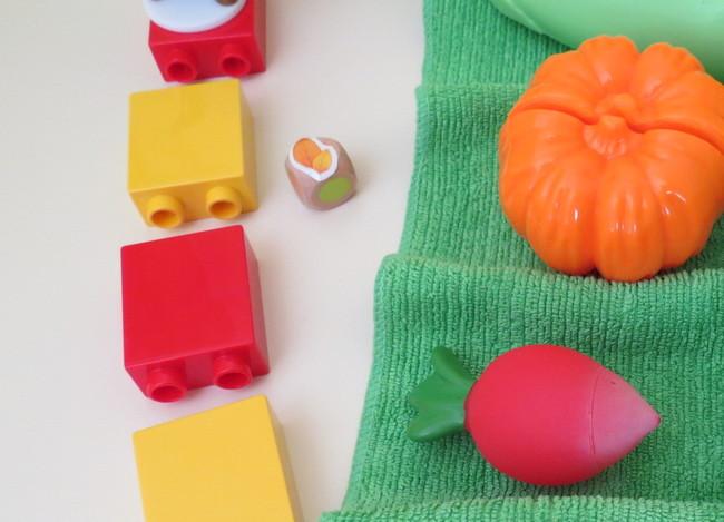 игра с игрушечными овощами и фруктами